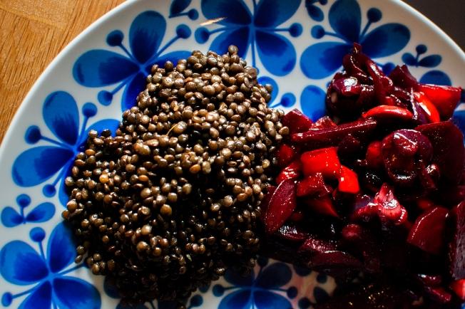 veckansvego färdig belugalinser med rödbetsröra