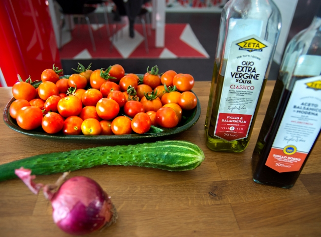 veckansvego ingredienser  tomatsallad i skördetid