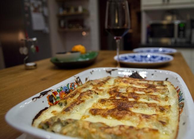 veckansvego-fardig-fylld-canneloni-med-svamp-innan-servering